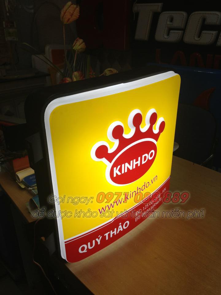 Làm biển quảng cáo hộp đèn mica hút nổi cho Kinh Đô