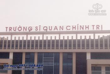 Biển quảng cáo tòa nhà trường Sỹ Quan Chính Trị